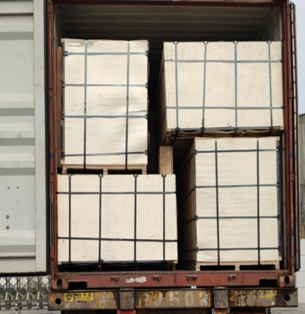 container loading plywood